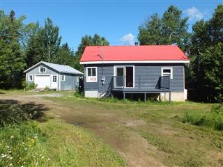 Maison à un étage et demi à vendre, Petite-Rivière-Saint-François