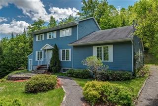 Maison à étages à vendre, Sainte-Anne-des-Lacs