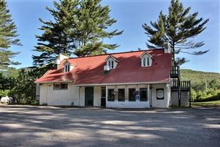 Commercial building/Office for sale, Magog