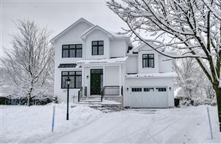 Maison à étages à vendre, La Présentation