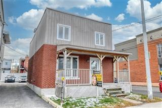 Maison à étages à vendre, La Prairie