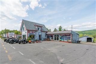Bâtisse commerciale/Bureau à vendre, Saint-Donat