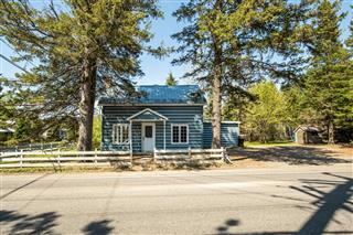 One-and-a-half-storey house for sale, Mont-Tremblant