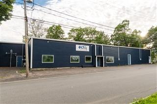 Bâtisse commerciale/Bureau à louer, Québec