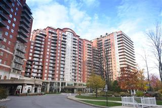 Apartment / Condo for sale, Chomedey
