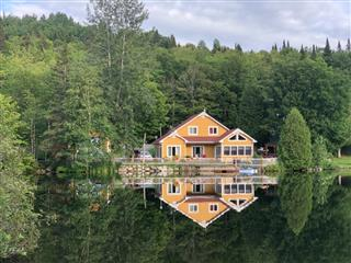 One-and-a-half-storey house for sale, Saint-Donat
