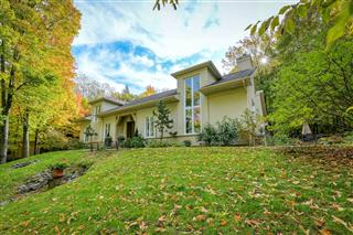 One-and-a-half-storey house for sale, Bromont