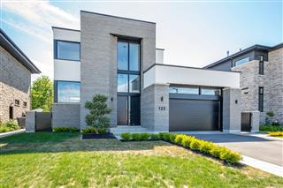 Maison à étages à vendre, Carignan